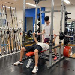 スポーツ健康学部棟には、同学部の学生が自由に利用できるフィットネススタジオがあります。