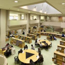 多摩図書館は、法政の中で一番の蔵書数を誇ります。