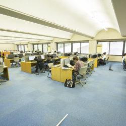 多摩図書館には自習スペースもしっかり整っています。