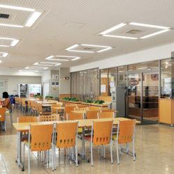 焼きたてパンが大人気の現代福祉学部食堂です。